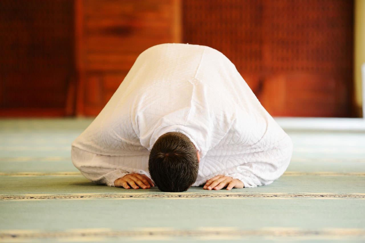 A-Muslim-man-praying-wearing-white-clothes
