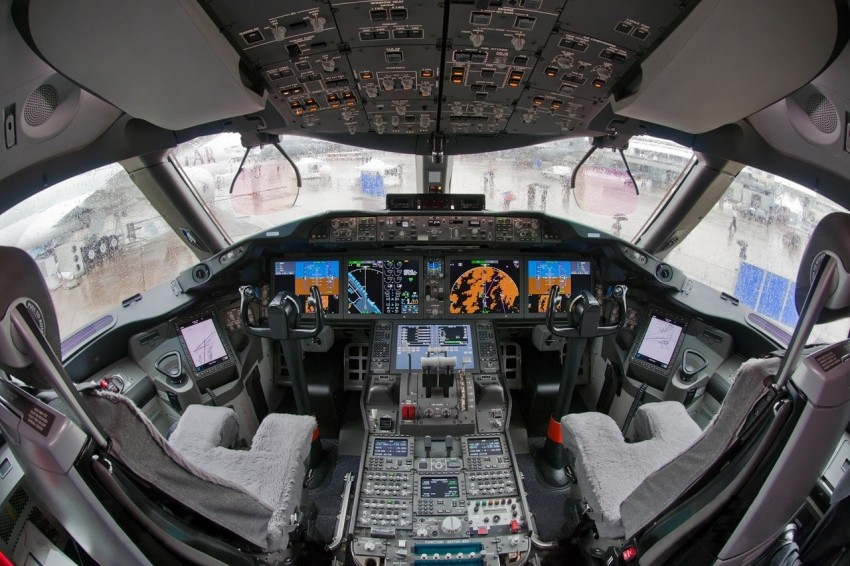 Boeing_787_cockpit